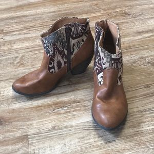 Qupid Western Patterned Ankle Boots Size 9